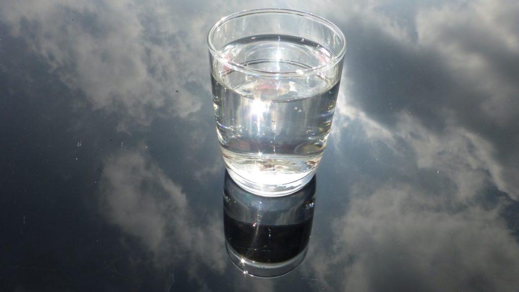 beneficios-tomar-agua-caliente