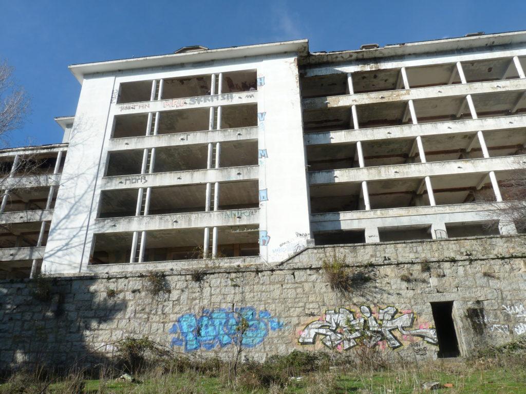 Graffitis en el sanatorio de Navacerrada