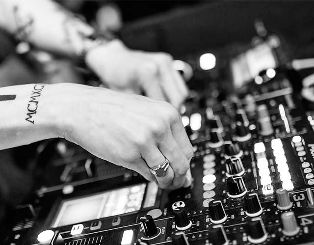 Primer estudio musica electronica