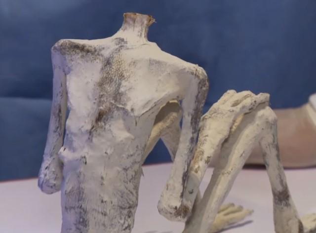 Cuerpo sin cabeza de la momia extraterrestre