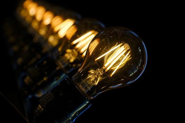 quién inventó la electricidad