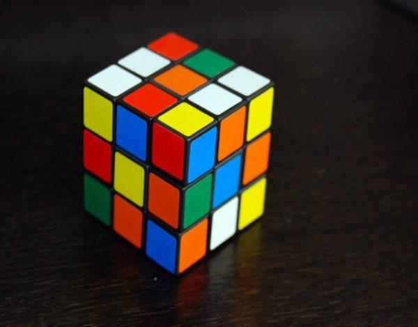cómo resolver un cubo rubik