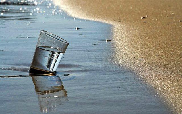 Qué pasa al beber agua de mar