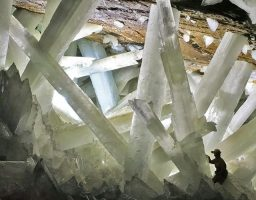 El misterio de la cueva de los cristales