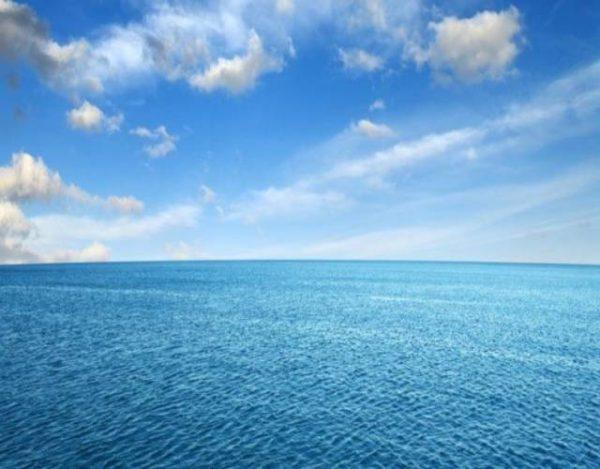 Por qué el agua se ve azul