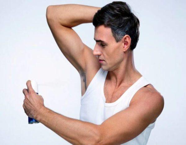 ¿Cómo funcionan los desodorantes antitranspirantes?