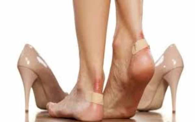 Te aprietan los zapatos Con este excelente truco para ajustarlos