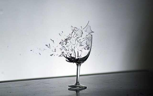 Es posible romper un cristal con la voz