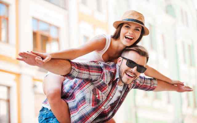 12 Cosas que hacen las parejas felices (Si puedes nombrar al menos 3, estás en el camino correcto)
