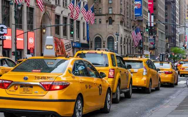 Cuál es el origen de la palabra Taxi