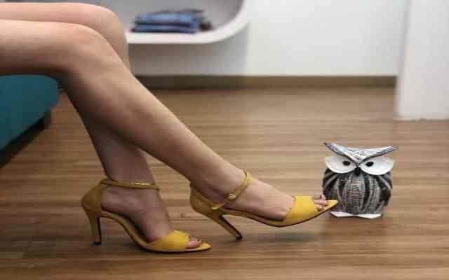 La ciencia explica por qué las mujeres aman los zapatos y carteras