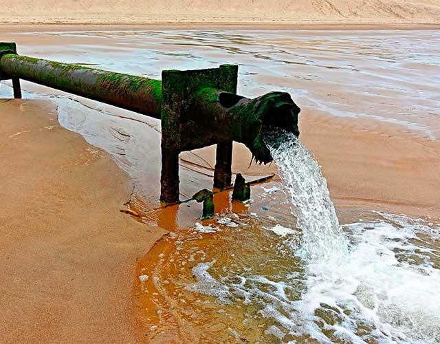 medicamentos en el agua del mar